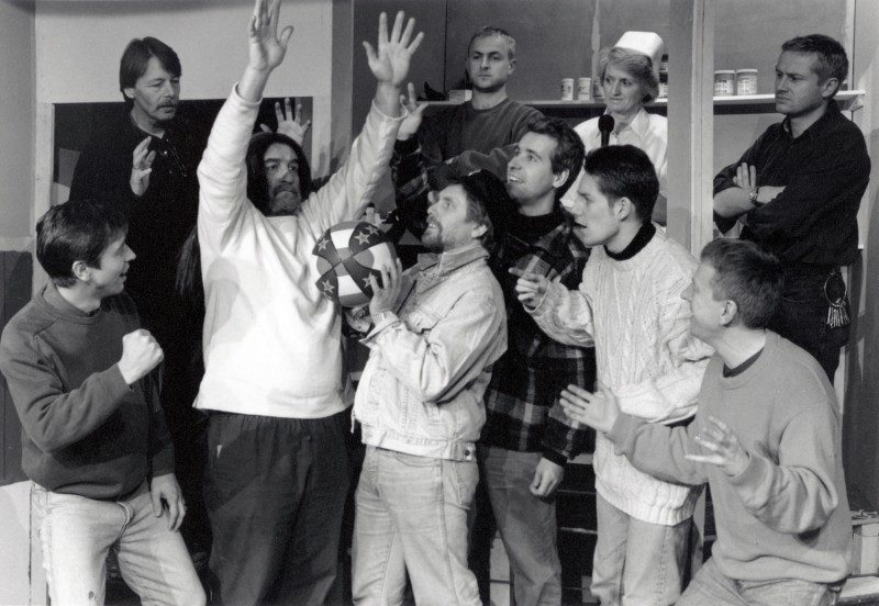 One Flew Over the Cuckoo's Nest, by Dale Wasserman, directed by Ray Riches, 20-25 February 1995. Chris Juckes, Bob Hannam, Ron Suthers, Frank Butterworth, Andy Hepworth, Alastair Graham, Dominic Lynch, Sue Riches, Vaughan Leslie and Dominic Makin.