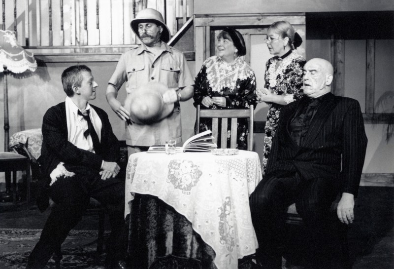 Arsenic and Old Lace, by Joseph Kesselring, directed by Jacki Reed, 3-8 October 1994. Vaughan Leslie, Frank Butterworth, Barbara Green, Sue Jones and Ron Suthers