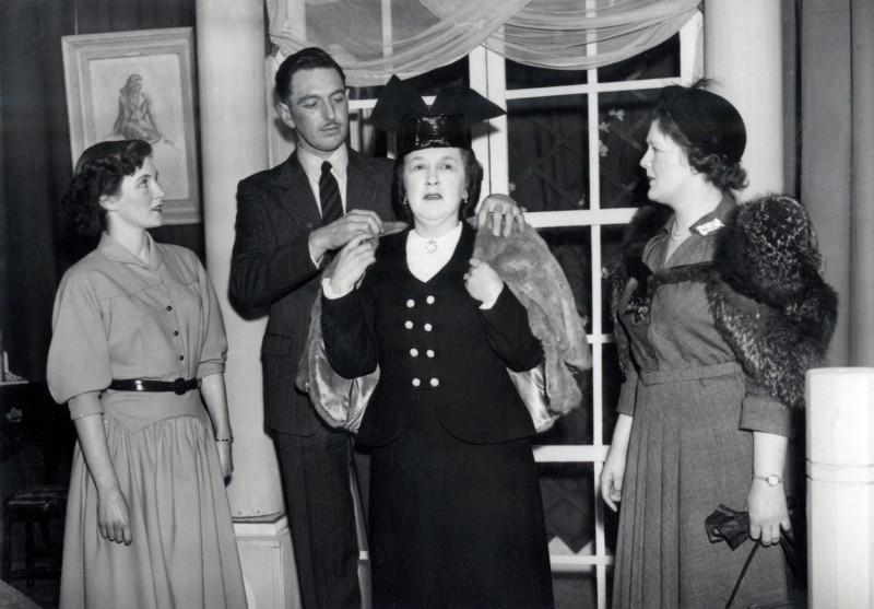 Claudia, 1953