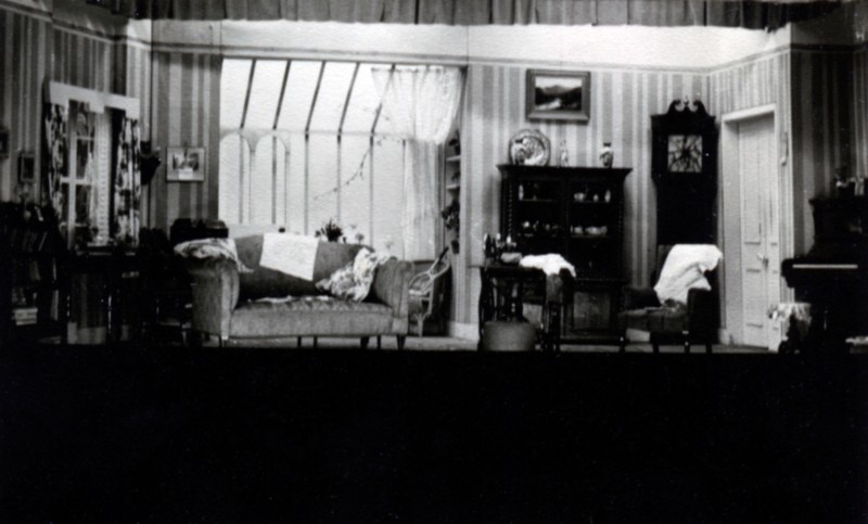 Set for Yes and No, by Kenneth Horne, produced by Olive Woods, 24 January-2 February, 1952.