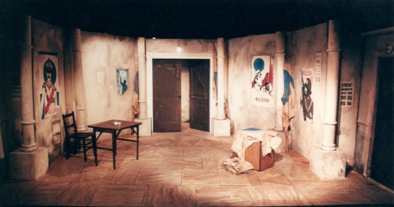 The Queen and the Rebels, Bridge Theatre, set design John Thomas